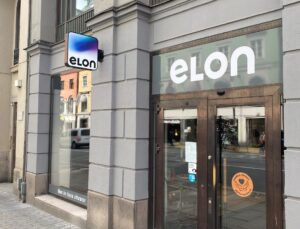 Elon startar flaggskeppsbutik på Kungsgatan i Stockholm